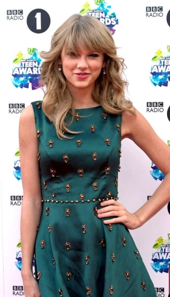 Taylor Swift Green Dress Collection of BBC Radio 1 Teen Awards