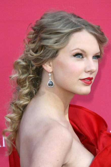 Taylor Swift Curly Ash Blonde Ponytail