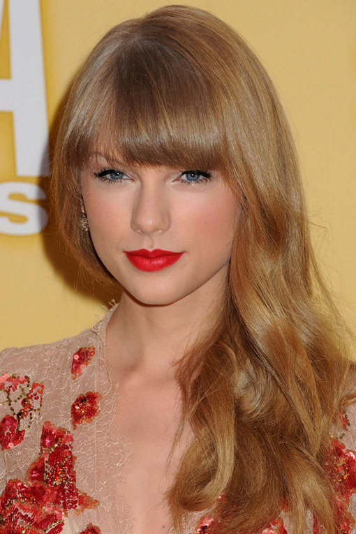 Taylor Swift Gold Highlighting Blonde Hair
