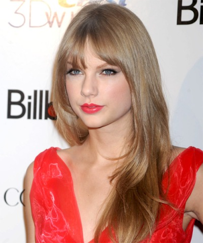 Taylo Swift Natural Look of Blonde Sleek Hair