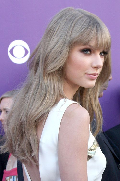 Taylor Swift Beautiful Ash Blonde Hair Color