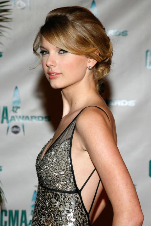 Taylor Swift Famous Hairstyles on Different Time