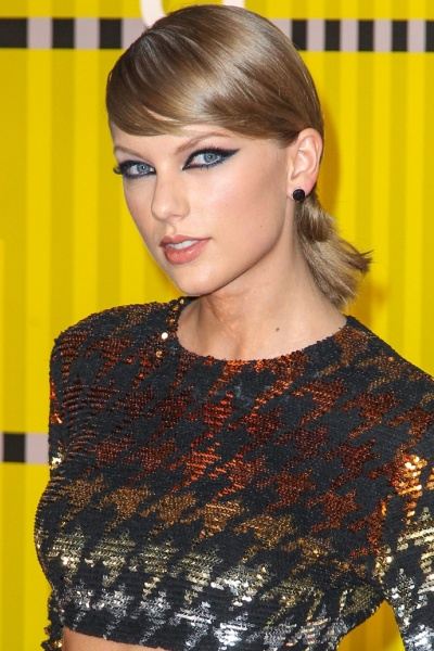 Taylor Swift Back Ponytails