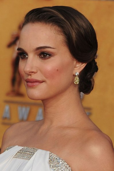 Natalie Portman in Top 10 Hairstyles for Long Neck Faces