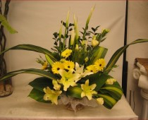 Altar Yellow Flower Arrangements Ideas for Weddings