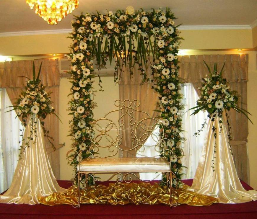 Top 10 altar flower arrangements ideas for weddings for Home decorations for wedding