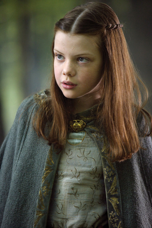 Georgie Henley Side Swept Hairstyle Picture