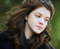 English Actress Georgie Henley Hair Color Pictures