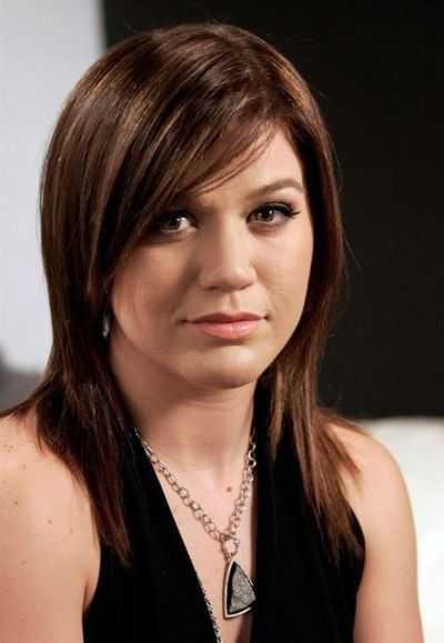 Kelly Clarkson's Best Haircut for Long Necks and Round Faces