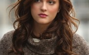 Leighton Meester Wears Blonde Natural Highlights on her Cute Long Neck
