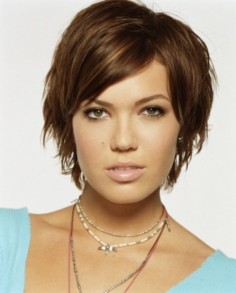 Mandy Moore Wears Best Hairstyles for Round Faces