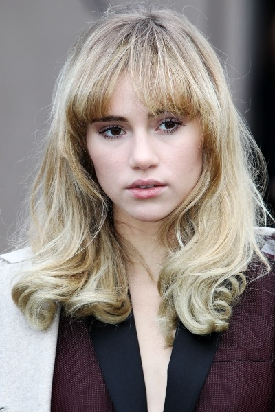 Suki Waterhouse Sexy Medium Length Haircut