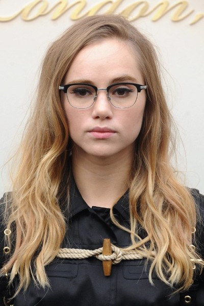 Suki Waterhouse's Fair-Haired Natural Style