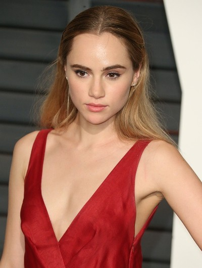 Suki Waterhouse Beautiful Light-colored Hairstyle