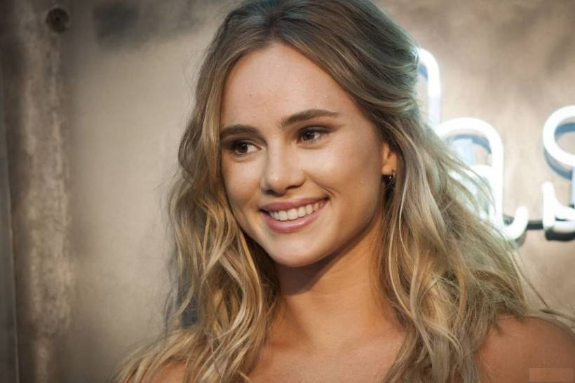 Suki Waterhouse Natural Blonde Hair Colour