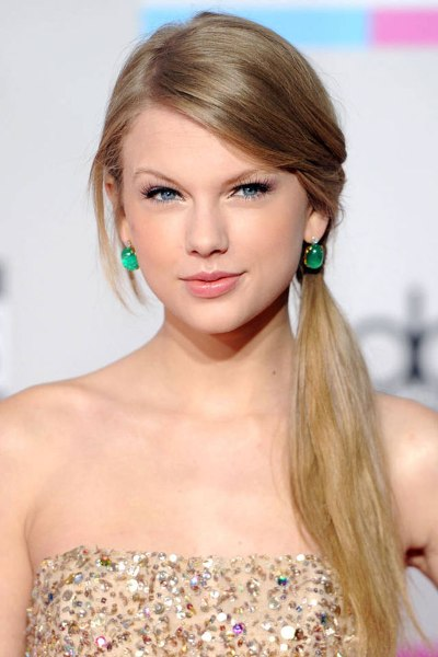 Best Picture of Taylor Swift Side Ponytail Hairstyle