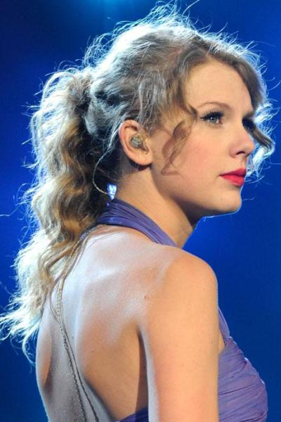Best Picture of Taylor Swift Curly Ponytail Hairstyle