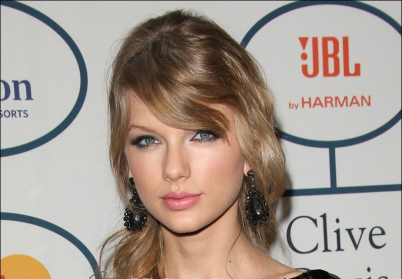Top 10 Best Pictures of Taylor Swift Ponytail Hairstyles