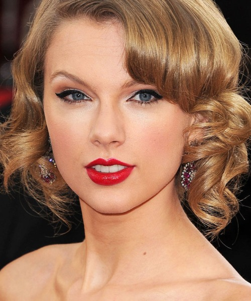Taylor Swift's Best Haircut for Long Necks and Round Faces