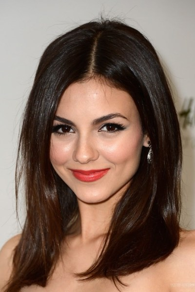 Victoria Justice Shows her Best Haircut for Long Necks and Round Faces