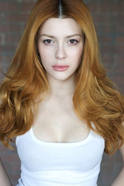 Prettiest Bangs Haircut by Actress Elena Satine
