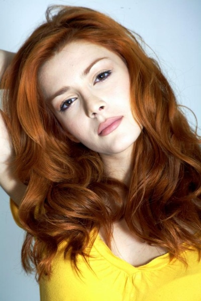 Stunning Shaggy Long Bangs Hairstyle of Elena Satine