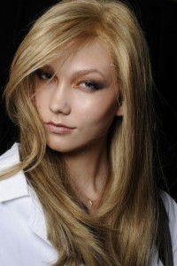 Karlie Kloss Beautiful Side Bangs