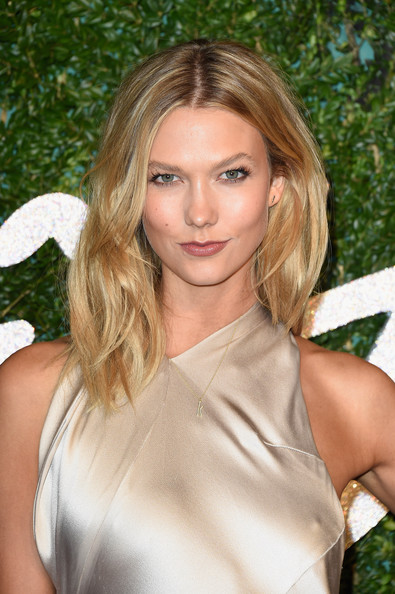 Karlie Kloss's Medium Length Bangs Haircut