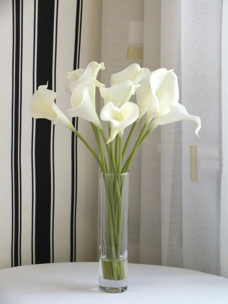 Picture Of Fake Calla Lilies In A Vase